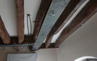Renforcement des poutres en bois existantes par fers plats à Paris