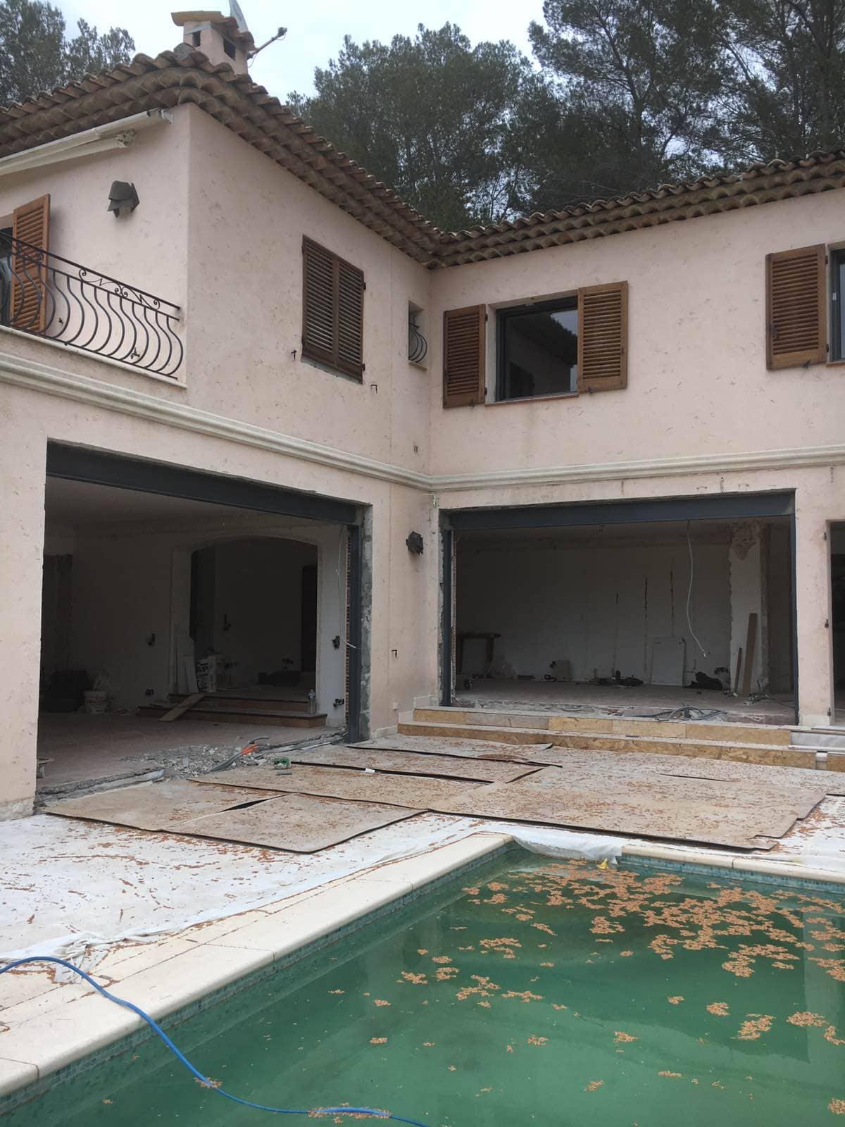 Murs porteurs - Agrandissement des baies vitrées dans les murs porteurs de la villa à Saint-Jean Cap Ferrat. 1