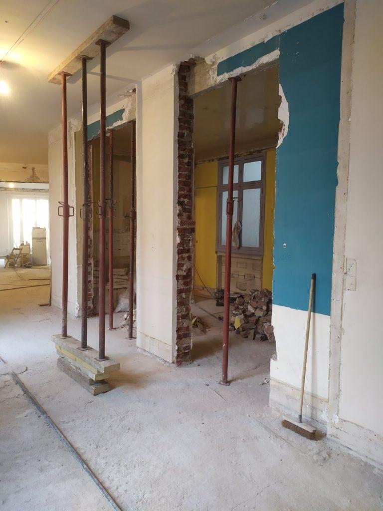Ouverture dans le mur porteur à Valbonne. Renforcement métallique en technique 'le portique' - Murs porteurs