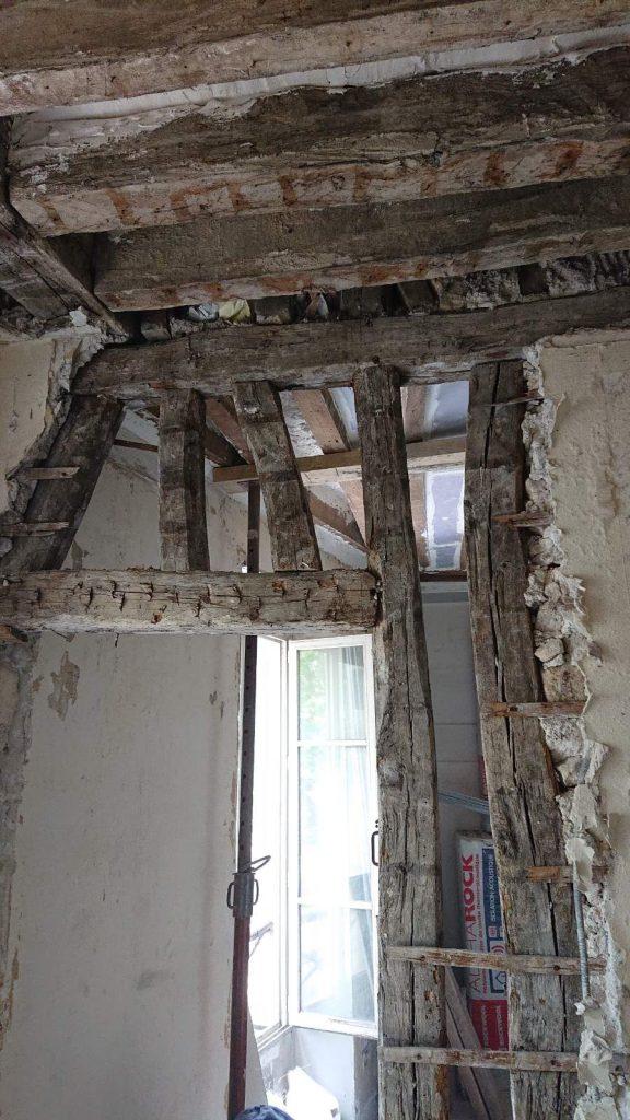 Agrandissement d'une baie dans le mur porteur en pans de bois au Cannet. Renforcement par structure métallique - Murs porteurs