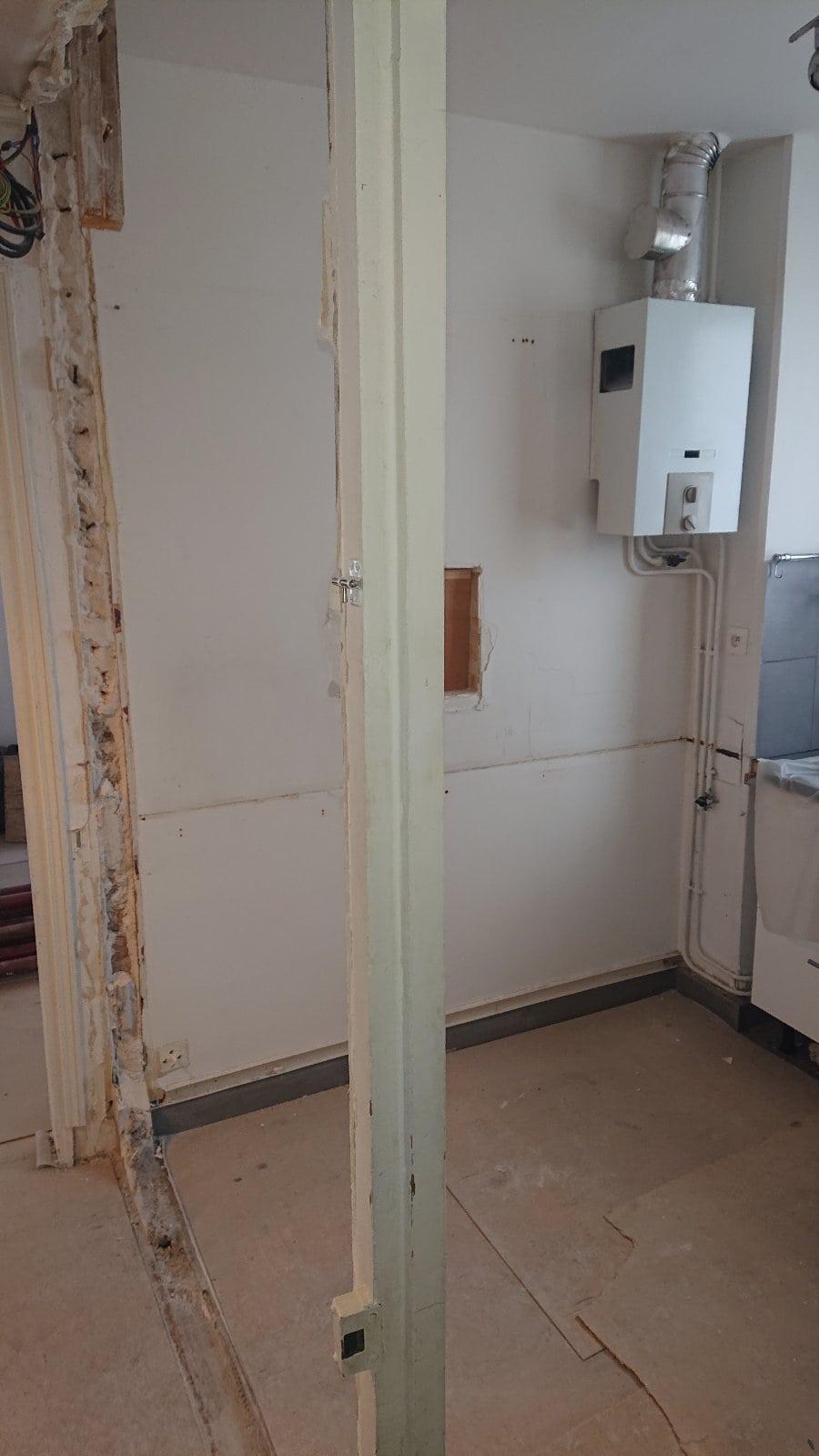 Agrandissement d'une baie dans le mur porteur dans l'appartement à Cagnes sur Mer. Renforcement par structure métallique. - Murs porteurs