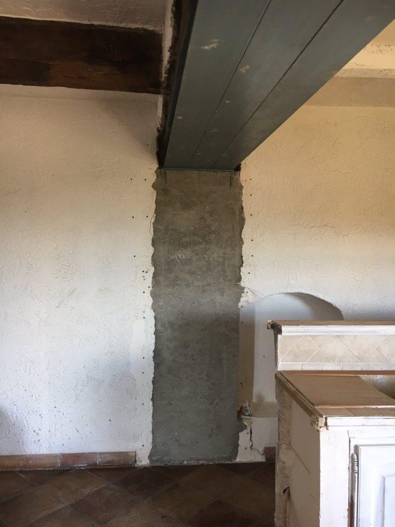 Création d'une ouverture dans le mur porteur en pierre à la Gaude. Consolidation par structure métallique. - Murs porteurs