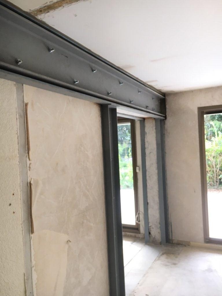Ouvertures dans les murs porteurs et consolidation par structure métallique. Réalisation à Marseille - Murs porteurs