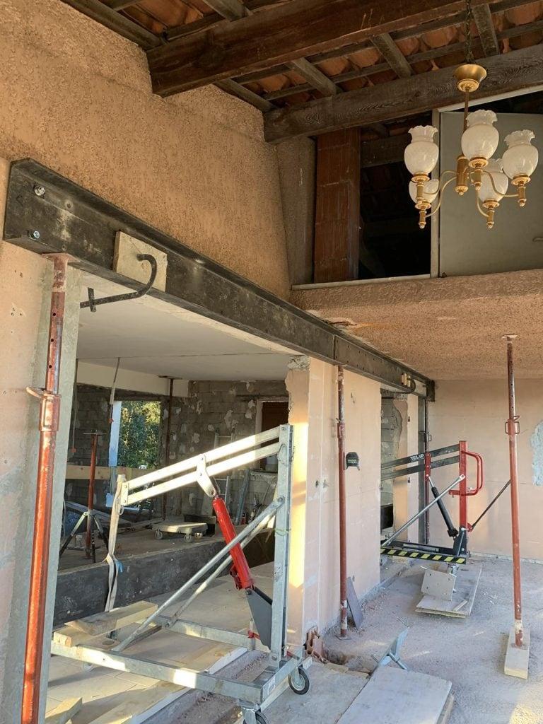 Démolition de mur de façade, renforcement par structure métallique et poteaux BA à Les-Adrets-De-L' Esterel - Agrandissement d'une baie