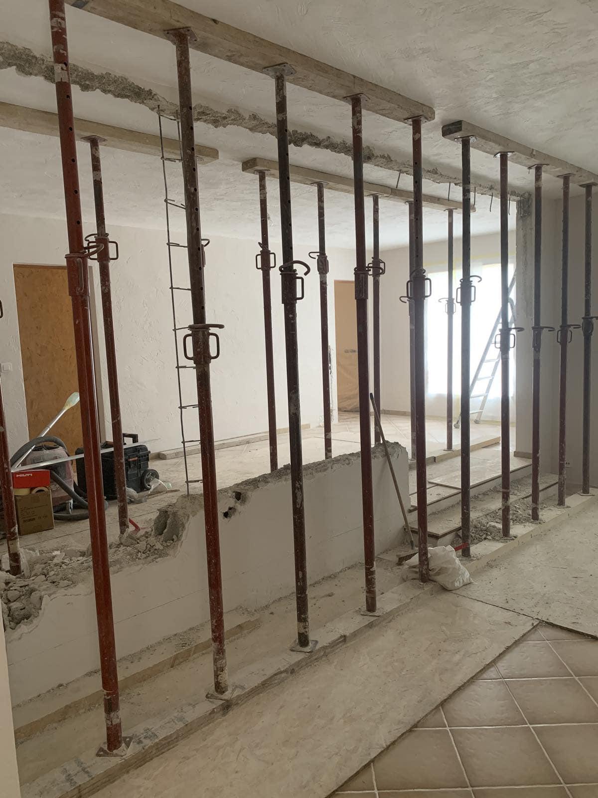 Démolition des murs porteurs. Renforcement par la structure métallique à Cassis. - Murs porteurs