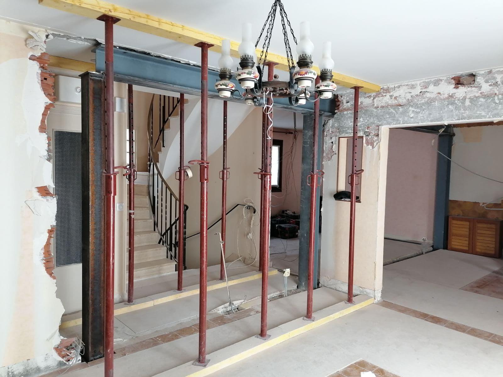 Ouverture de mur de refend au R+1. Renforcement par structure métallique à La Seyne-sur-Mer. - Murs porteurs