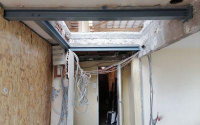 Création d'une trémie d'escalier. Renforcement de la poutre en BA existante. Renforcement par structure métallique à Saint-Tropez.
