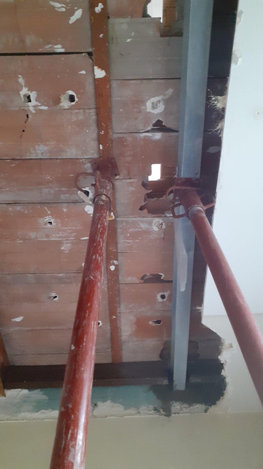 Création de trémie d'escalier pour relier 2 étages RDC et R+1. Renforcement par structure métallique. - Structure métallique