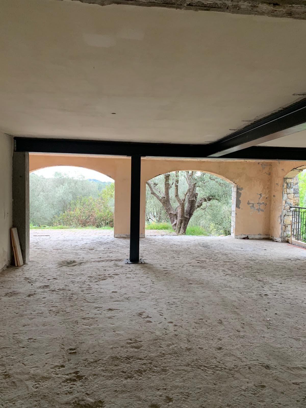Démolition des murs porteurs. Renforcement par la structure en métal. Création de poteaux en BA à Gourdon. - Murs porteurs