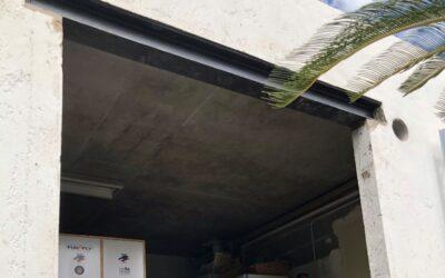 Création d'une baie dans un mur porteur. Renforcement par la structure métallique à Grasse.