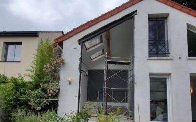 Agrandissement des ouvertures existantes dans les murs porteurs. Renforcement par structure métallique à La Valette-du-Var.