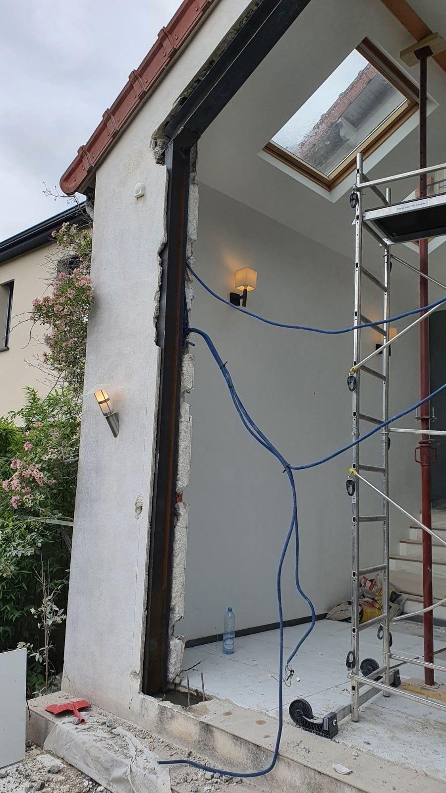Agrandissement des ouvertures existantes dans les murs porteurs. Renforcement par structure métallique à La Valette-du-Var. - Agrandissement d'une baie