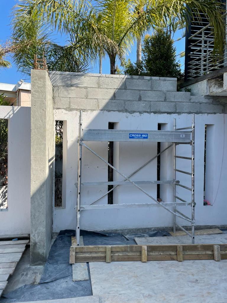 Extension de la terrasse. Renforcement par structure métallique à Mandelieu-la-Napoule. - Extension terrasse