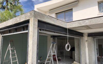 Extension de la terrasse. Renforcement par structure métallique à Mandelieu-la-Napoule.