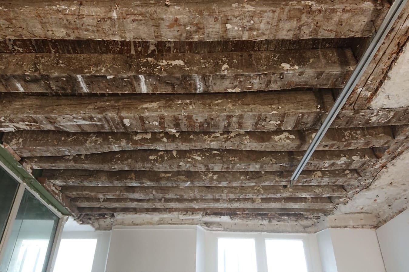 Renforcement des solives existantes du plancher entre le RDC et R+1 par structure métallique à Mougins. - Reprise de plancher
