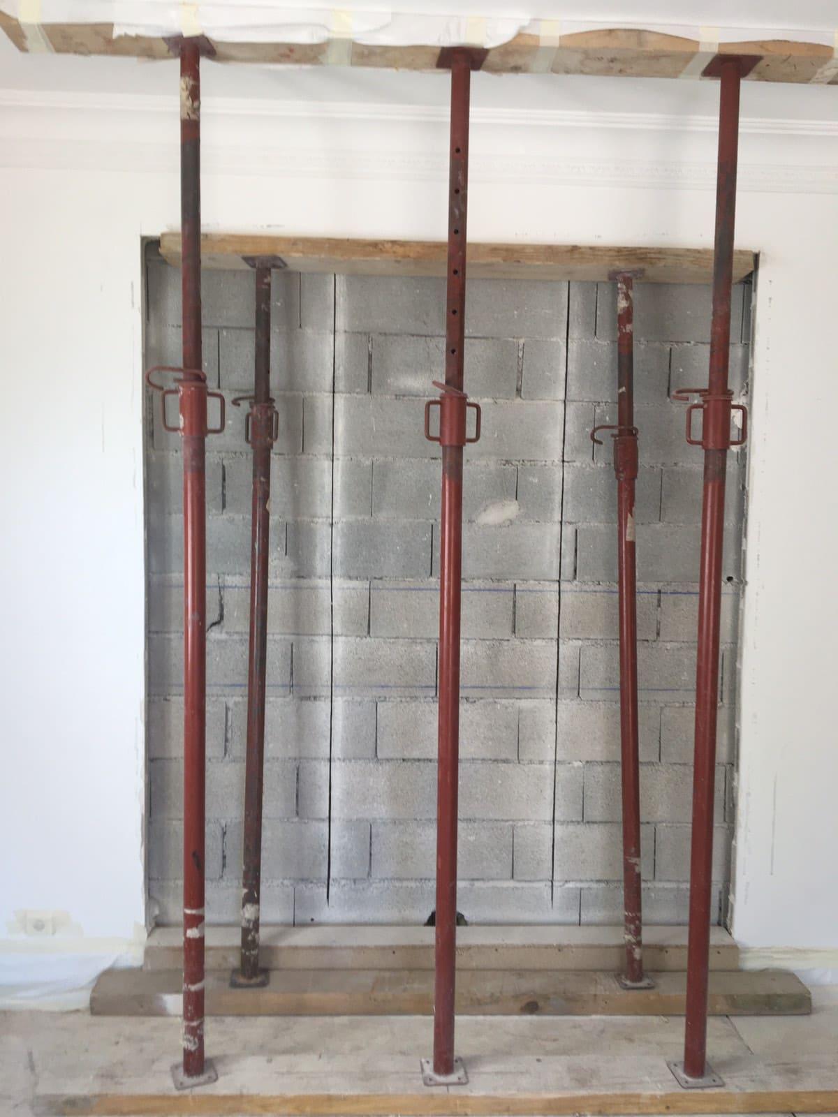 Démolition d'un mur porteur. Renforcement par la structure métallique à Vallauris. - Murs porteurs